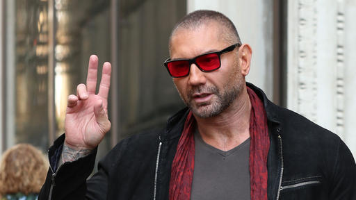 Dave Bautista Tripped Entering The Ring At Wrestlemania 35 And Immediately Got Turned Into An A Meme News Break