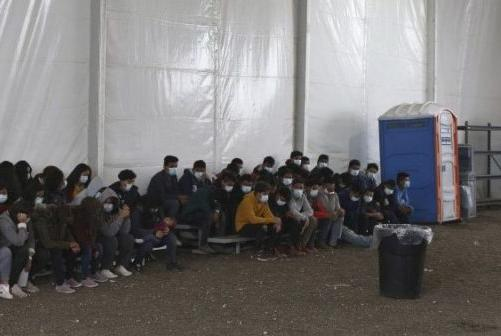 Picture for At the El Paso border, a record number of unaccompanied migrant children has been reported.