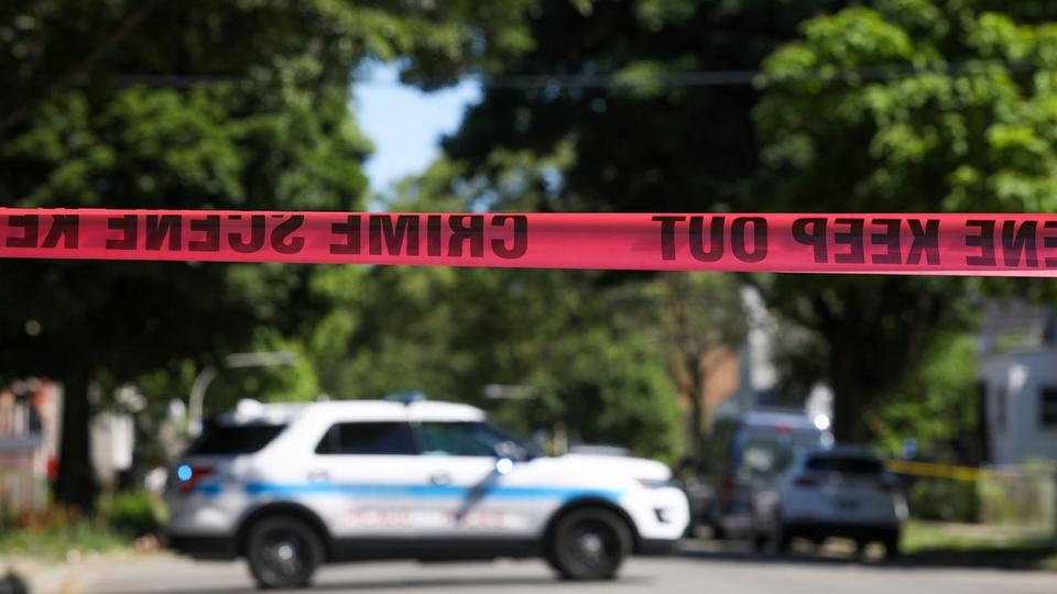 Picture for Police: 4 dead, 4 hurt in shooting on Chicago's South Side