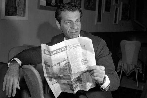 Picture for Mort Sahl: Legendary comedian and satirist dies at age 94