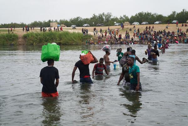 Picture for Haitian migrants hijack bus, escape en route to deportation