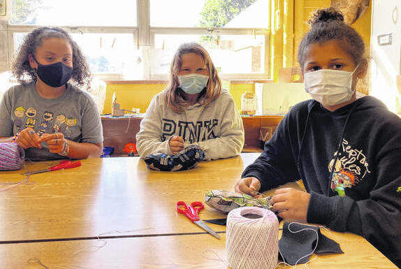 Picture for Denver reaches out: Fifth-graders learn new skills in art class through community outreach project