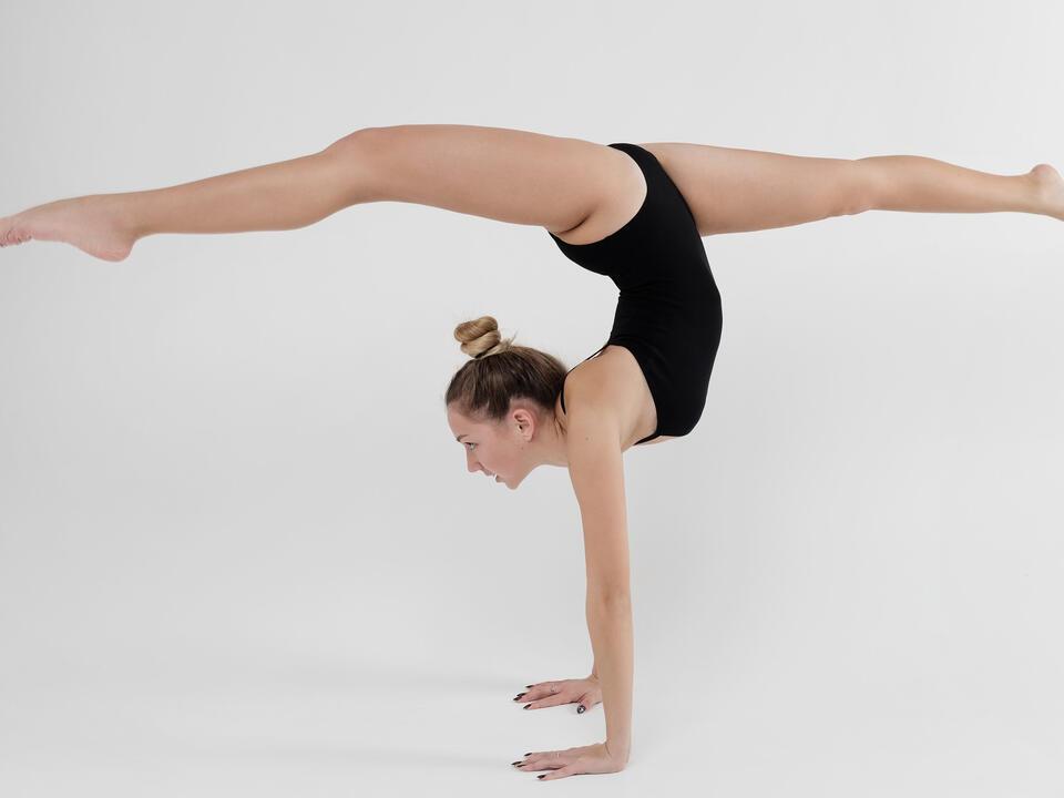 gymnast-nastia-liukin-criticized-for-upside-down-splits-photo-rebecca-cukier-newsbreak
