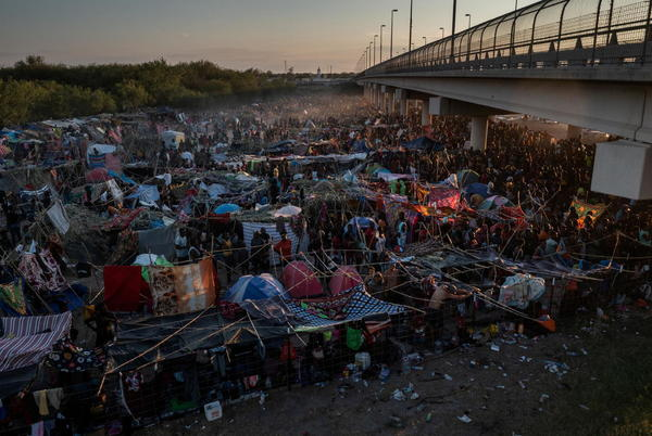 Picture for U.S. starts mass expulsion of Haitian migrants from Texas border town