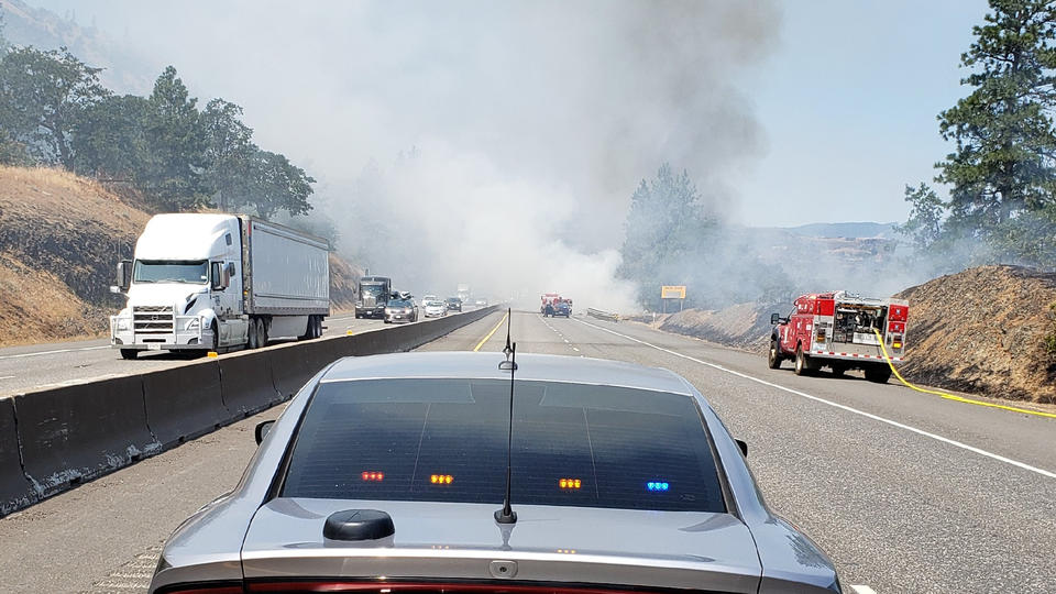 Picture for Rowena Fire causes Level 3 evacuation orders, I-84 shut down near The Dalles