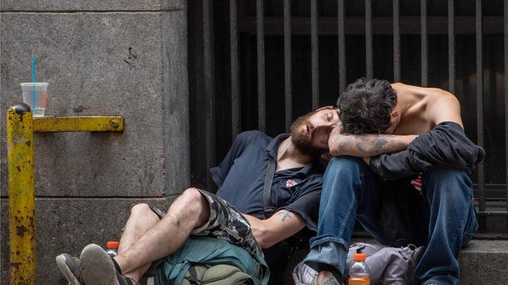 Cover for 'City of the Walking Dead:' Junkies shoot up in broad daylight in Midtown