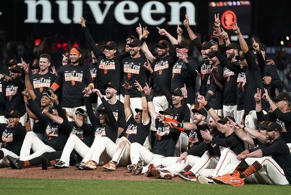 Picture for The Giants clinch the playoff spot and hit the Padres 9-1 in the eighth row