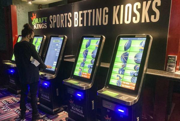 Picture for Lamont places $20 on Giants in CT's retail sports betting launch