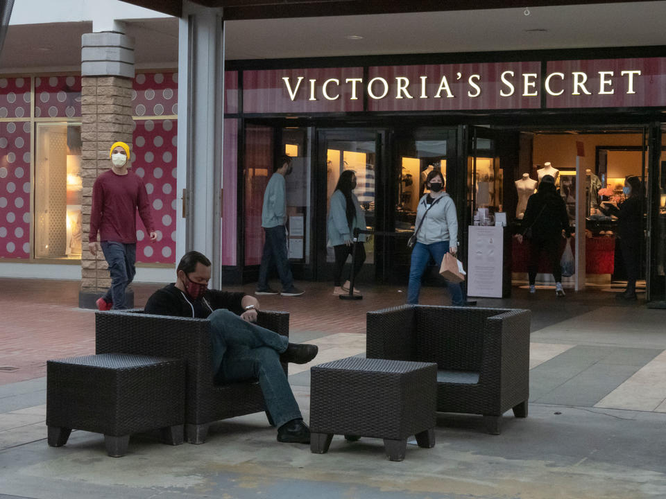 l-brands-to-spin-off-victoria-s-secret-by-august-hoping-to-nab-higher-valuation