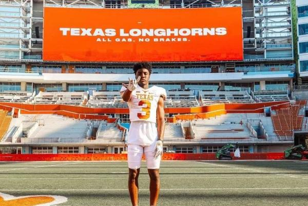 Picture for Top 2022 CB Denver Harris Impressed With Longhorns After Visit to Austin