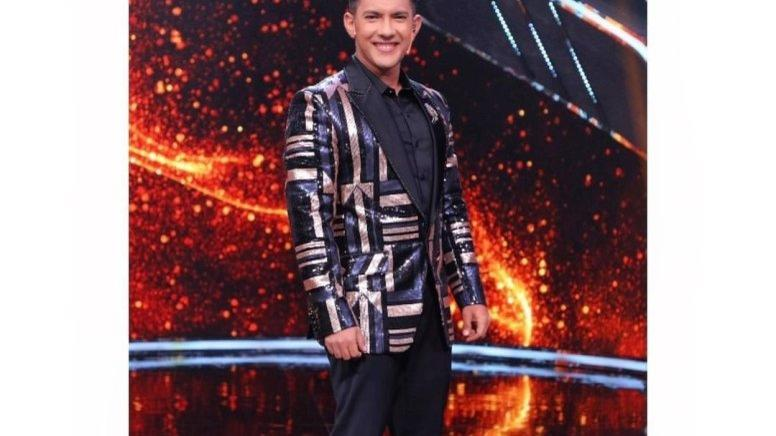 Picture for Aditya Narayan performs 'Rangeela re' for Jackie Shroff