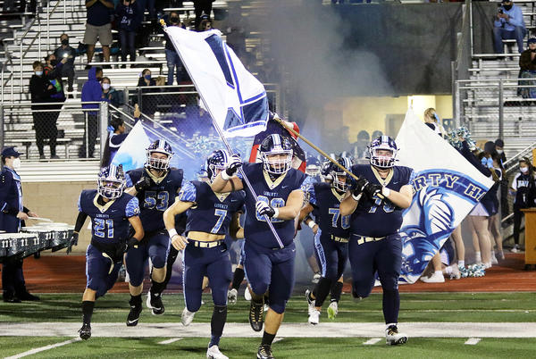 Picture for 52 points, 558 yards — Liberty's offense keeps humming against McMinnville as Falcons eye Pacific Conference title