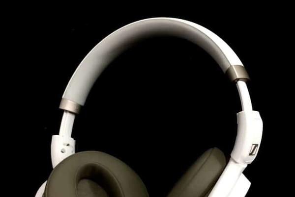 Picture for [Updated] Best Bluetooth Noise Cancelling Headphones Under $200 For 2021