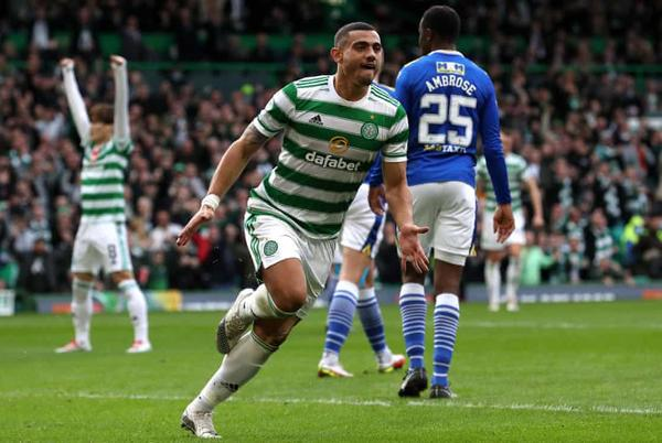 Picture for Giakoumakis keeps Celtic on rise while Hearts go top despite draw with Dundee