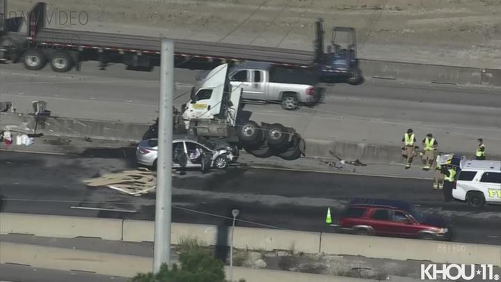 Cover for Crash on Gulf Freeway backed up traffic in both directions at Nasa Road 1