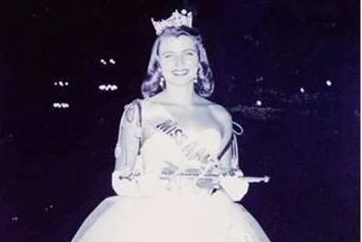 Picture for She was Miss America in 1958. Now she's auctioning her treasured crown to benefit teachers.