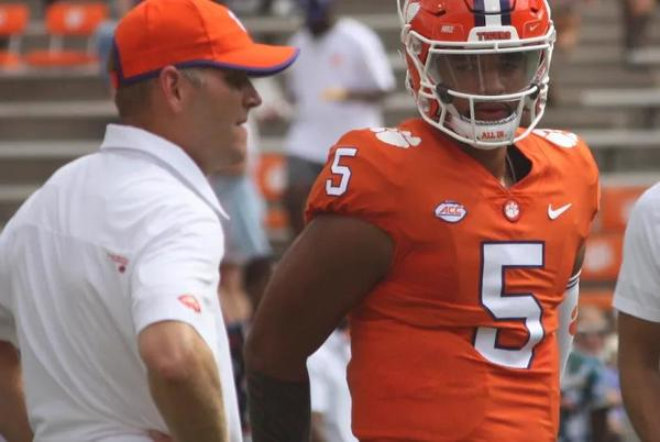 Picture for Clemson Coaches Want QB D.J. Uiagalelei to 'Fully Commit' to Fundamentals