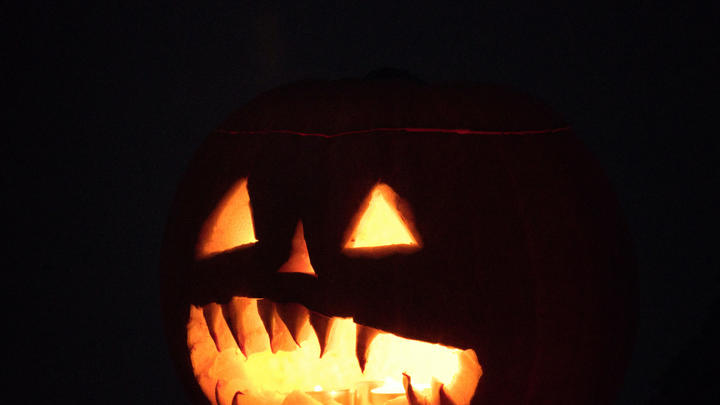 Cover for What are some of the scariest haunted houses in Chicago this Halloween season?