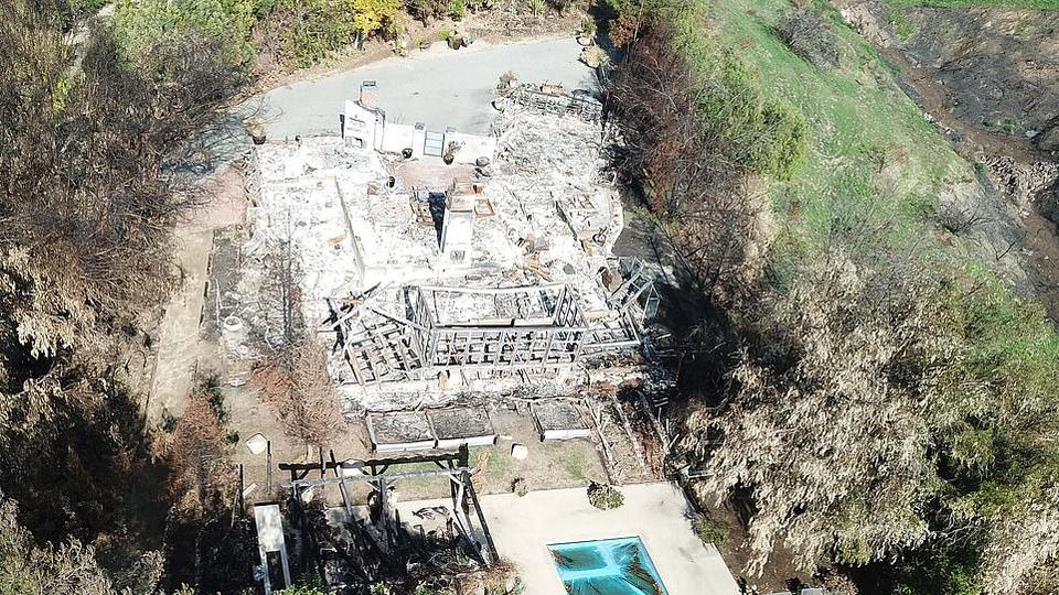 Miley Cyrus Robin Thicke And Camille Grammer S Malibu Homes Pictured Still In Ruins Following Devastating Woolsey Fire News Break