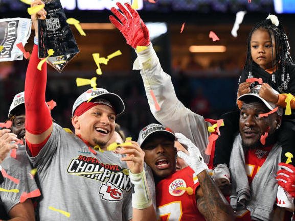 super-bowl-2021-prediction-tom-brady-keeps-it-close-but-chiefs-edge-out-buccaneers-to-repeat-as-champions