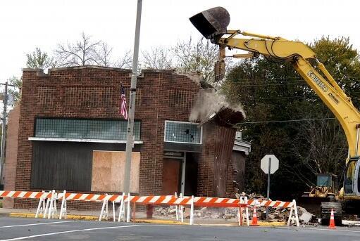 Picture for City takes down hazardous building