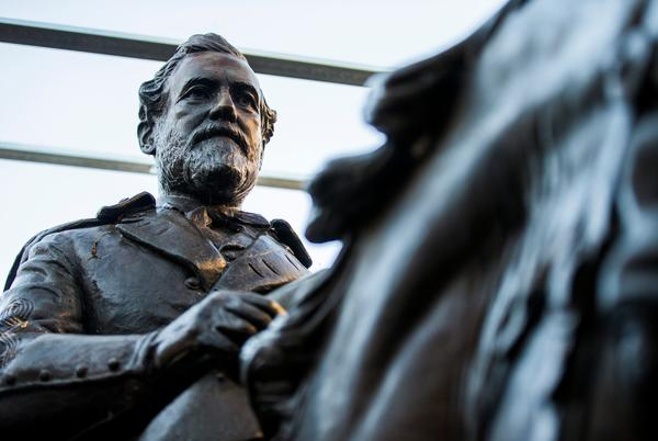 Picture for Removed Robert E. Lee statue now on display at Texas resort