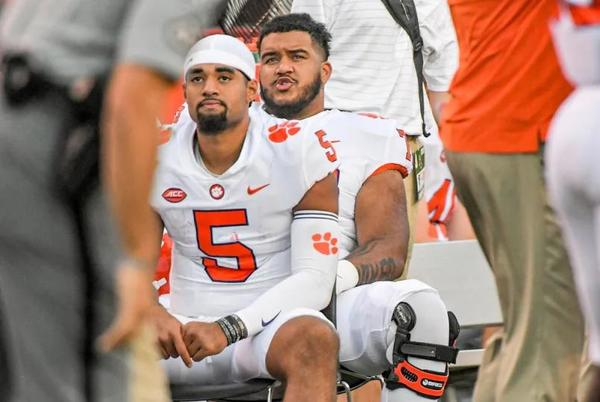 Picture for Clemson QB DJ Uiagalelei: 'I'll Ride with Tony Elliott Until the Day I Die'