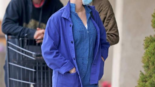 Scarlett Johansson In Denim Bermuda Overalls News Break