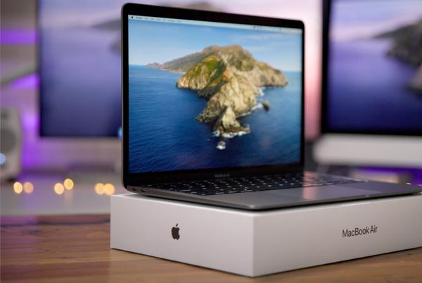 Picture for Bloomberg: Apple to announce three new MacBooks with Apple Silicon at next week's event
