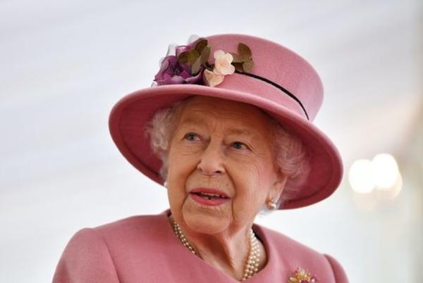 Picture for 'Plant a tree for the Jubilee' Queen to mark 70-year reign with beech at Balmoral