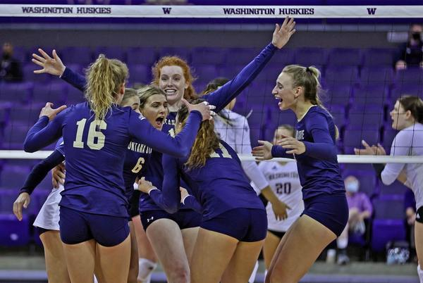 Picture for Montana State volleyball pushes No. 7 Washington, falls in five sets