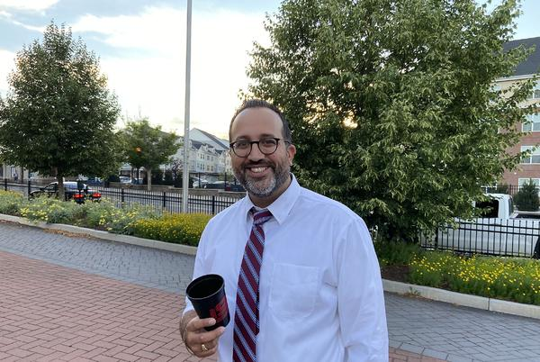 Picture for Danbury Mayoral Candidate Roberto Alves Releases Education Plan for Hat City