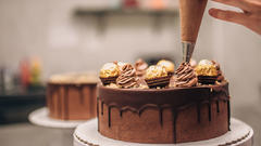 Cover for This Chicago Bakery Has The Best Cakes In The Whole State