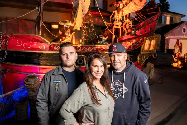 Picture for Aliso Viejo neighbors recreate Pirates of the Caribbean ride for Halloween