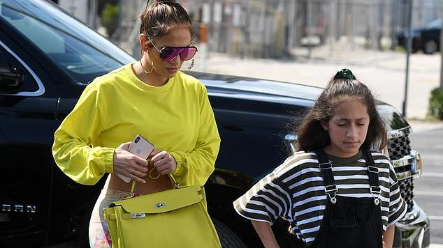 Jennifer Lopez Wears Two Midriff Baring Outfits For Day Of Miami Shopping With Twins Max And Emme News Break