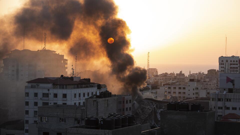Picture for Israel steps up Gaza offensive, kills senior Hamas figures