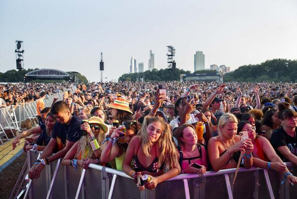 Picture for As Lollapalooza begins, Cook County added to indoor masking advisory for 'substantial' COVID-19 spread; Illinois mandates masks in all state buildings