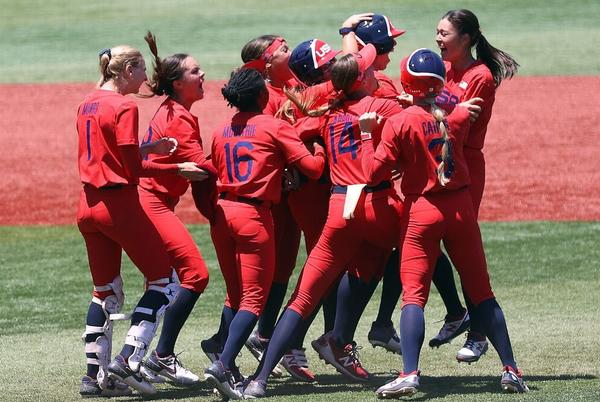 Picture for Amanda Chidester leads Team USA past Australia, into Olympic softball gold-medal game