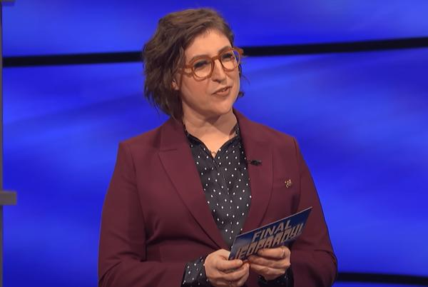 """Picture for Mayim Bialik Just Broke Her Silence on the """"Jeopardy!"""" Hosting Scandal"""