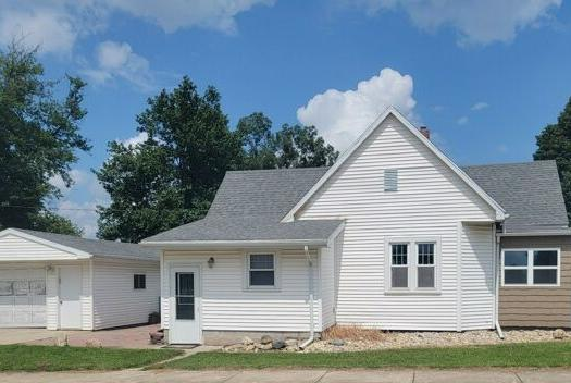 Picture for 2 Bedroom Home in Heyworth - $98,000