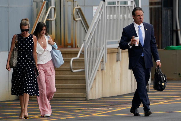 Picture for Melissa DeRosa spotted boarding helicopter with Cuomo after his resignation