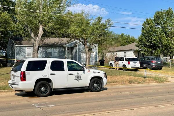 Picture for Officials: Body found in driveway of Oklahoma home