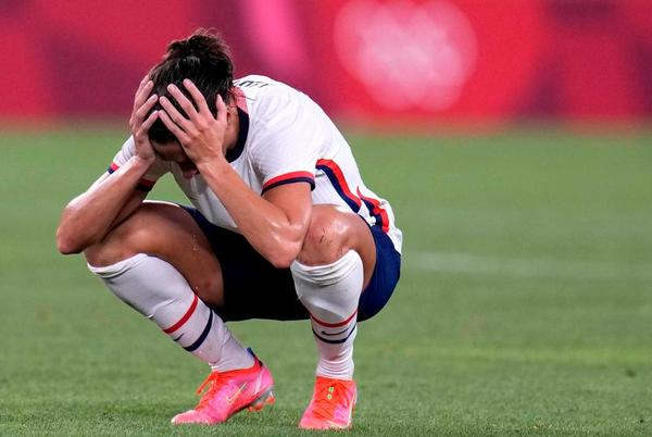 Picture for Megan Rapinoe: 'It sucks,' says forward as USWNT beaten by Canada in semifinals at Tokyo 2020