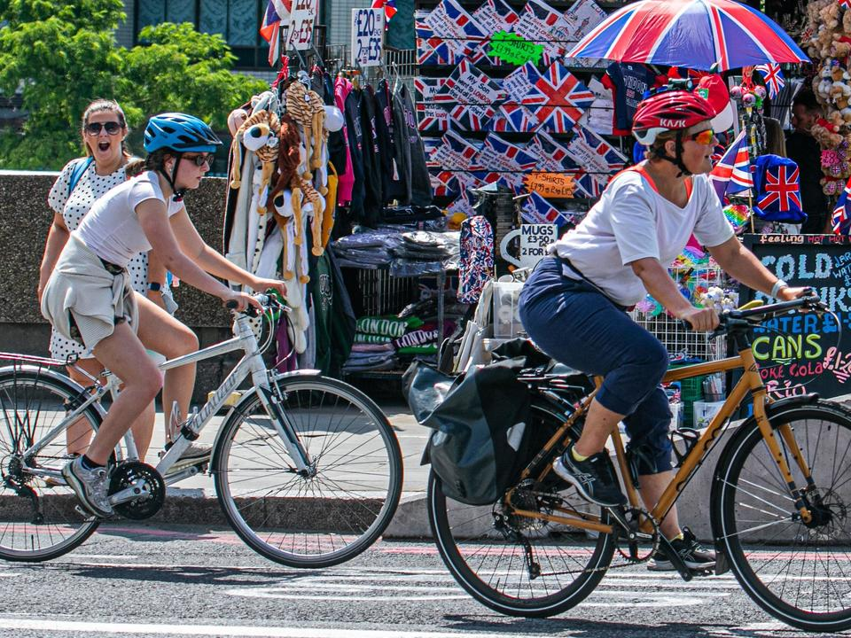 big-rise-in-uk-weekend-cycling-amid-calls-for-more-investment