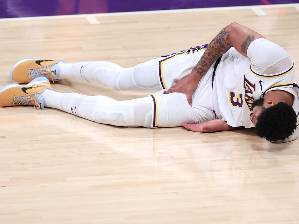 after-contributing-to-lakers-playoff-exit-injuries-continue-to-play-a-role-in-postseason