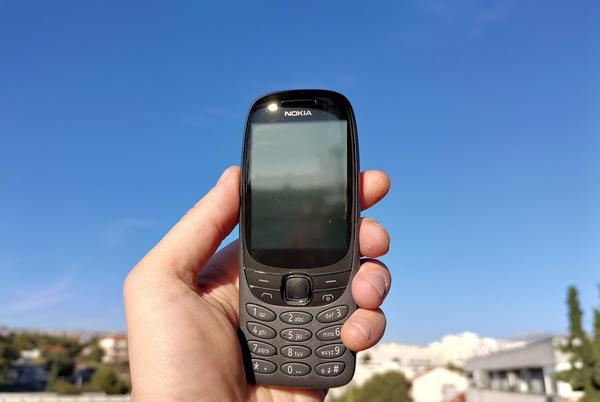 Picture for Nokia 6310, hands on a new brick in the wall