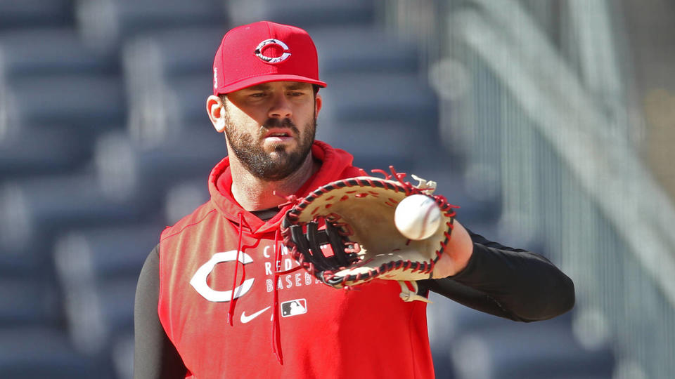 Picture for Reds move infielder Mike Moustakas to 60-day IL, select Josh Osich