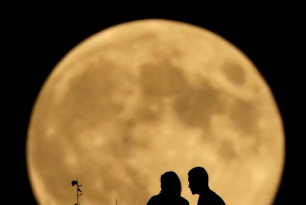 Picture for Look up for a late-summer spectacle: A 'harvest' full moon will rise Monday night