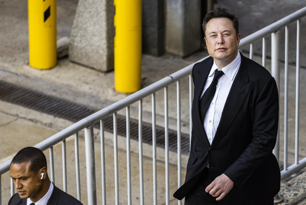 Picture for Elon Musk snipes at Apple twice on Tesla earnings call