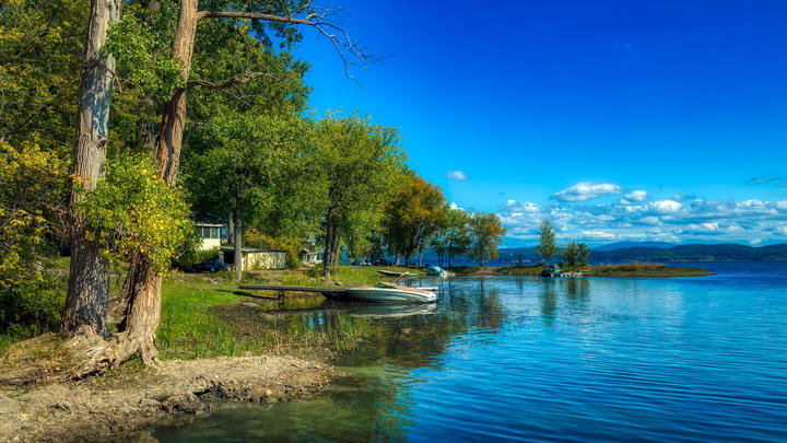 Cover for Lake Cleanup Becomes an Issue in Vermont